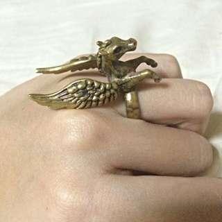 天馬古銅色戒指