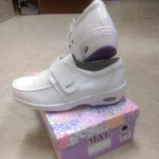 M&G美而堅全新73號(24~25號)氣墊護士鞋