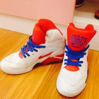 NIKE中筒鞋(自行出價可接受就售出)