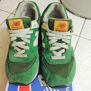 New balance 草綠色麂皮休閒鞋