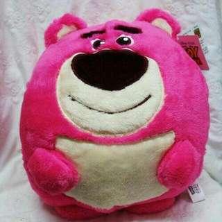 1128-19  正版熊抱哥保暖枕  尺寸:高約35公分*寬27公分*厚20公分  售價300  運費:80  11/28結單