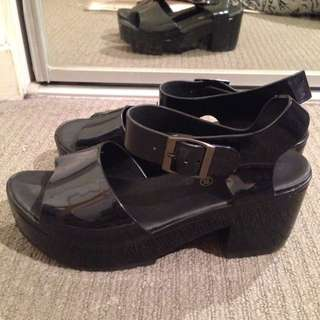 Jelly black shoes
