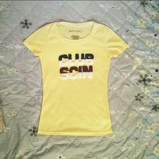 淡黃色T恤