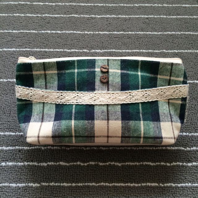 綠色格紋布面蕾絲化妝包 收納包