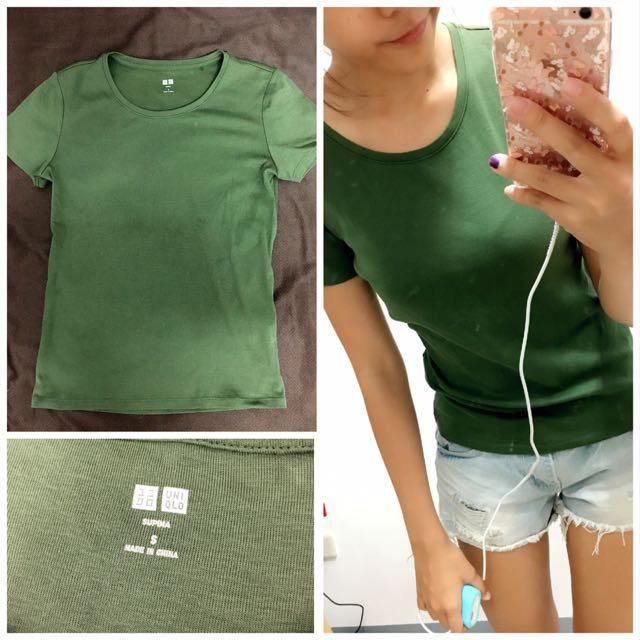 Uniqlo 墨綠色短T