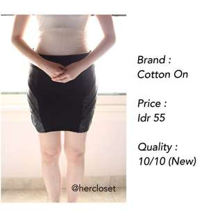 NEW! Black Comfy Skirt