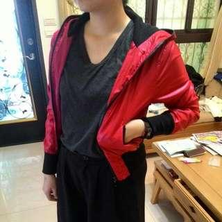 紅色連帽短版風衣外套 (降)