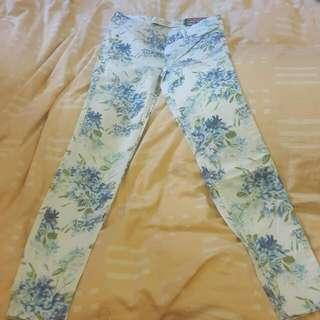 A & F·Abercrombie & Fitch 碎花牛仔材質窄管內搭褲