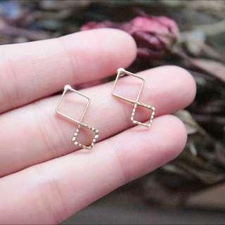 時光沙漏/金工設計黃銅耳環  為設計師手工設計並金工製造,數量有限  ◁材質:金工設計,黃銅、不鏽鋼針(不致過敏)。
