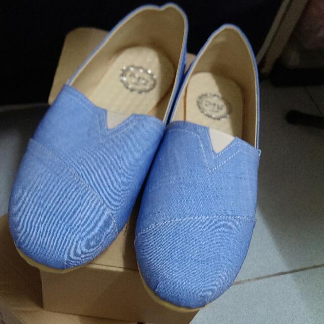 淡藍平底包鞋
