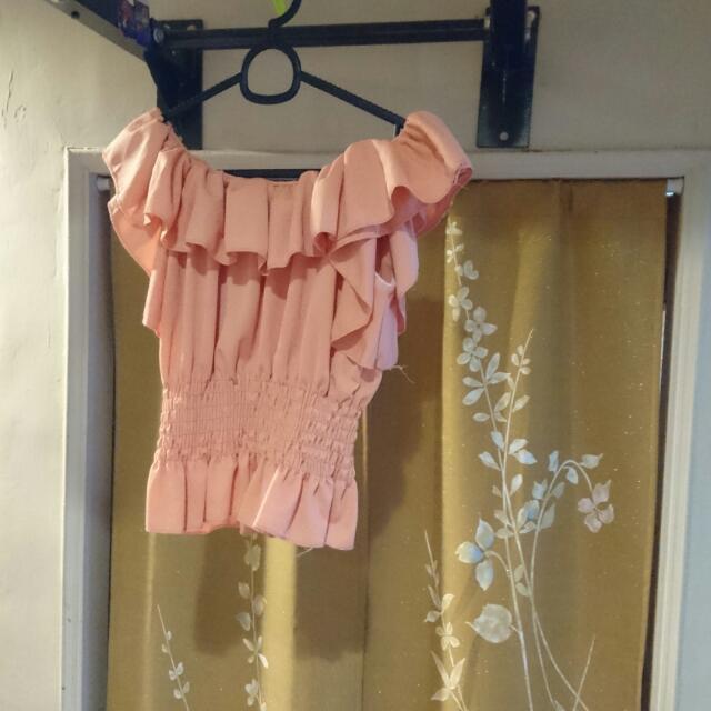 粉紅短版平口上衣