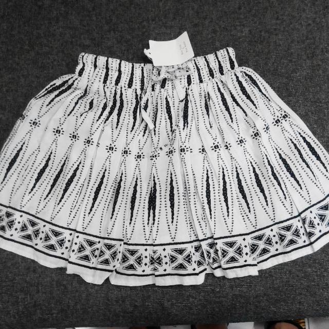 白底黑抽象圖樣百折褲裙!全新百搭又俏皮又安全的短褲/短裙