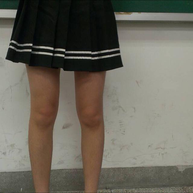 黑色白摺裙