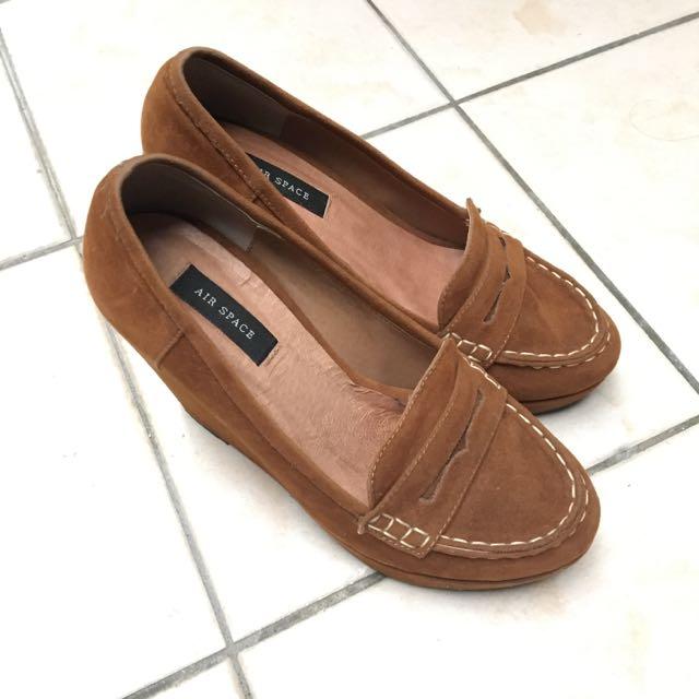 AIR SPACE麂皮絨布棕色咖啡色駝色楔型跟鞋