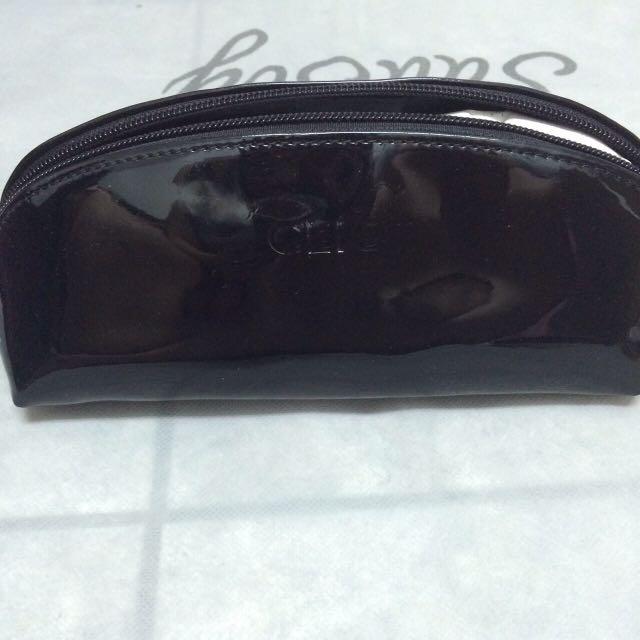 Clio 黑色漆皮化妝包