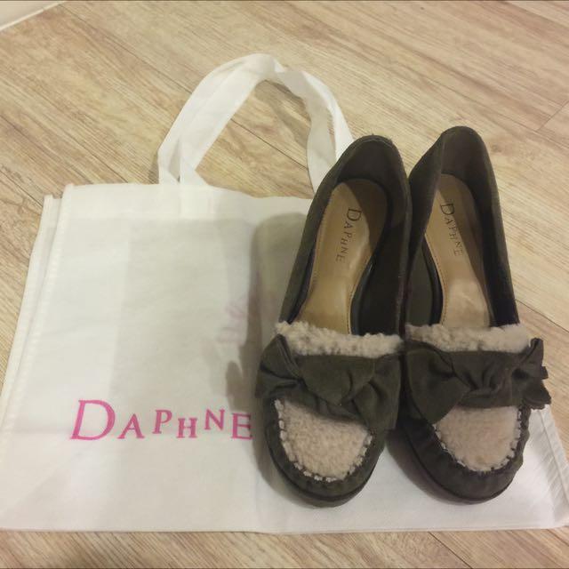 專櫃Daphne 達芙妮 墨綠色蝴蝶結麂皮毛毛楔型鞋 22號