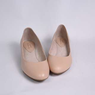 DAPHNE達芙妮簡單優雅淺粉紅低跟素面包鞋24.5