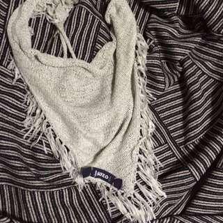 GOZO三角扣式圍巾(非常非常淺的淡藍色)