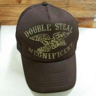 咖啡色棒球帽