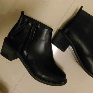全黑低根踝靴