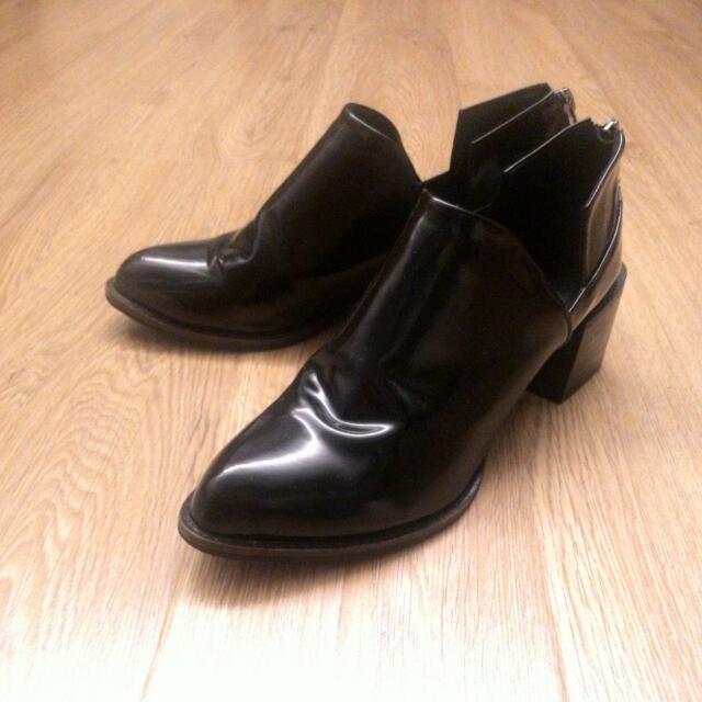 正韓漆皮黑色低粗跟尖頭鞋