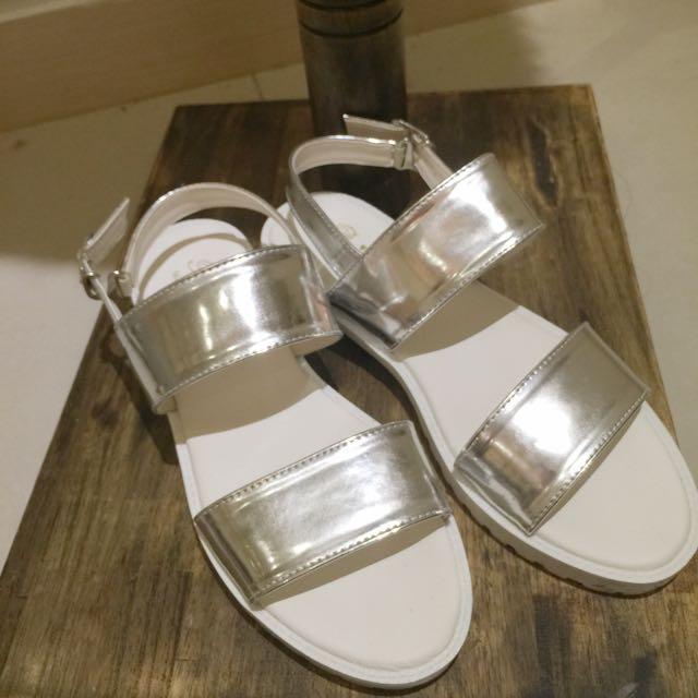 銀白平底涼鞋
