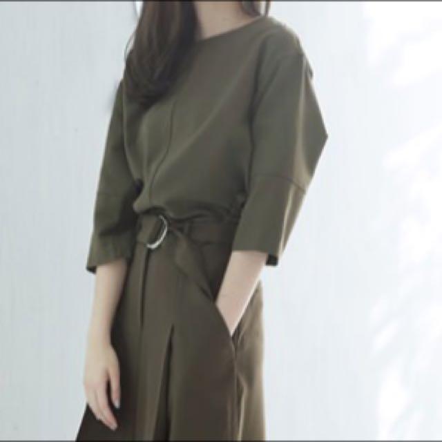 小首爾 韓貨 墨綠色後拉鍊簡約上衣