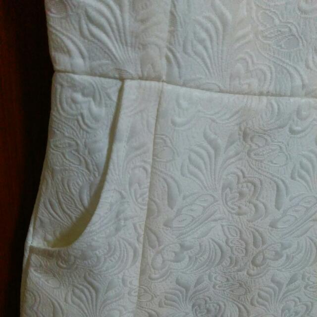 BN Dressabelle White Floral Embossed Shift Dress