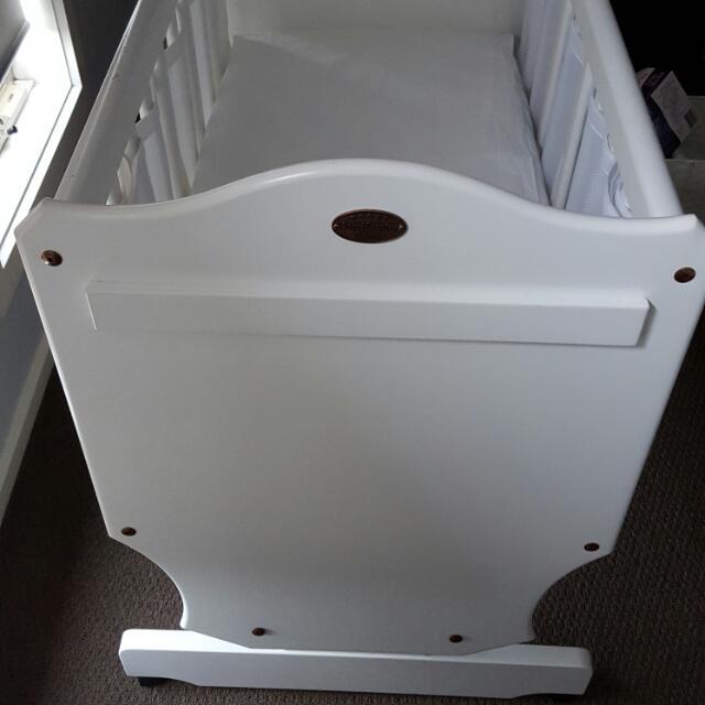 Boori White Cradle
