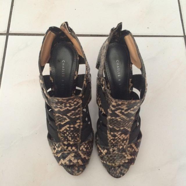CHARLES & KEITH 蟒蛇紋 魚口踝靴