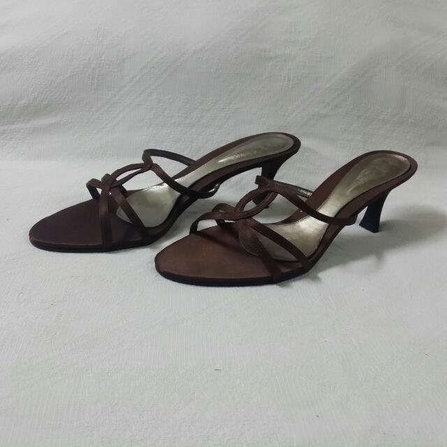 Dark Brown Heels Size 9 / 40