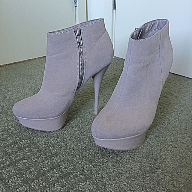 Grey Suede Platform Ankle Bottle - Size 6