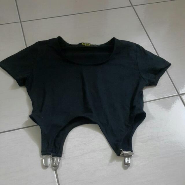 短版個性全新黑色吊帶合身T-shirt 適合纖細有個性美少女