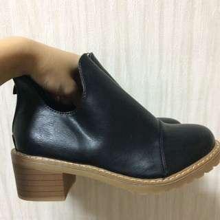 代售 / 韓秋冬純色側深V粗跟馬丁裸靴👢