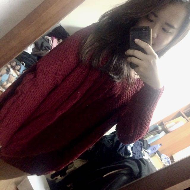 暗紅厚針織毛衣