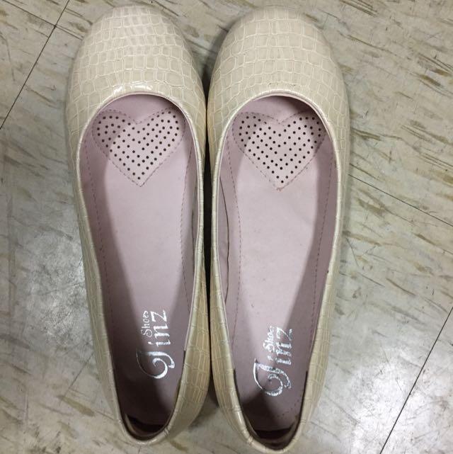 米色石頭紋娃娃鞋