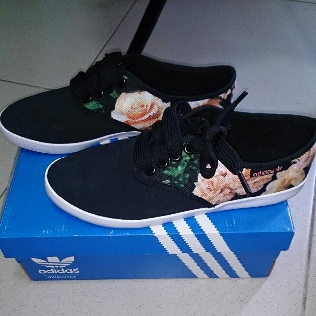 Adidas Original 范冰冰玫瑰花卉平底鞋 布鞋