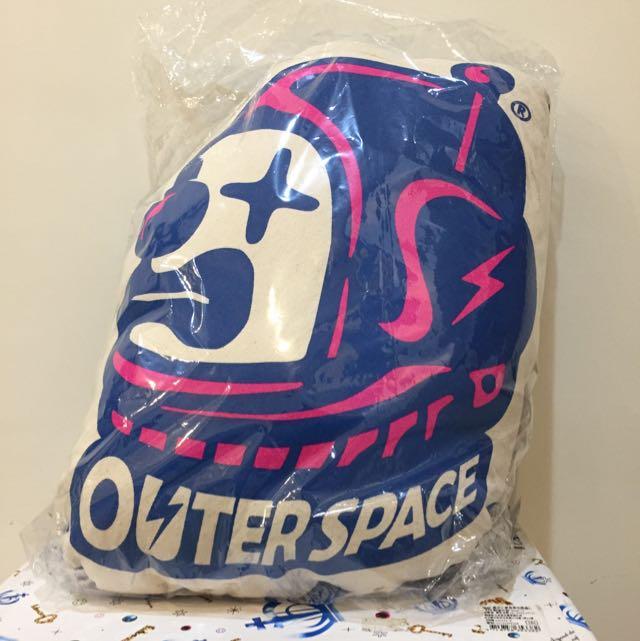 潮牌outer space 抱枕 全新未拆封