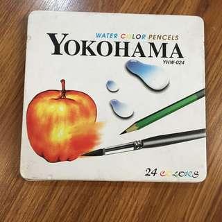 八成新 24色 色鉛筆 鐵盒