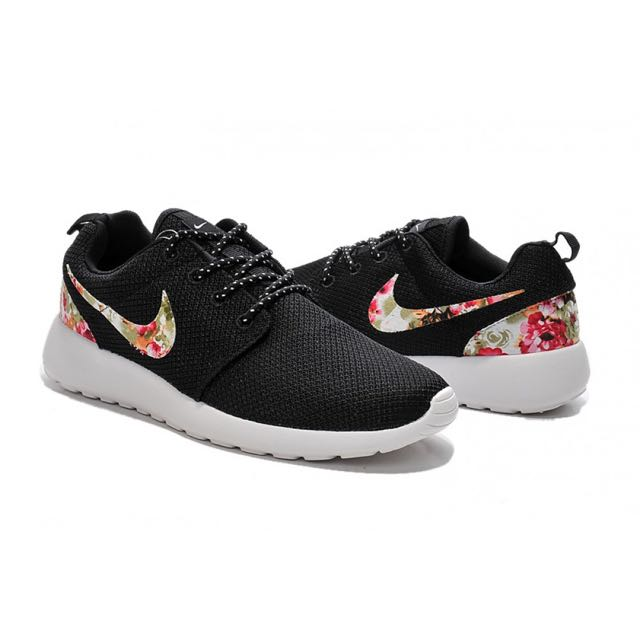 los angeles 872d0 f3ae4 In Stock Brand New Nike Roshe Floral Print, Sports on Carousell