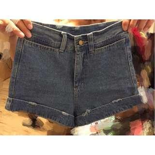 牛仔短褲 顯瘦 降價便宜賣~