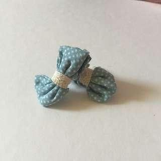 蝴蝶結點點耳環