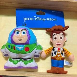 全新 DISNEY ❗️日本購回 日本迪士尼娃娃 小吊飾 巴斯光年&胡迪 兩個ㄧ組不拆賣
