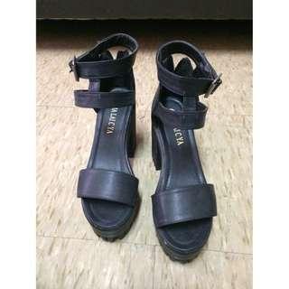 涼鞋38號(全新)