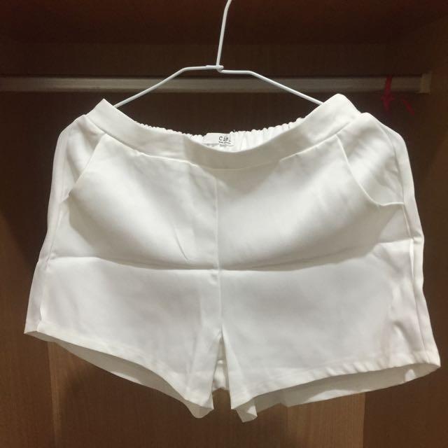 👍🏻全新。純白 短褲