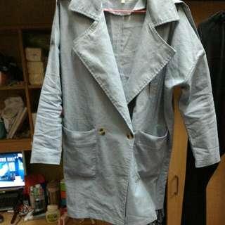 灰藍色風衣外套