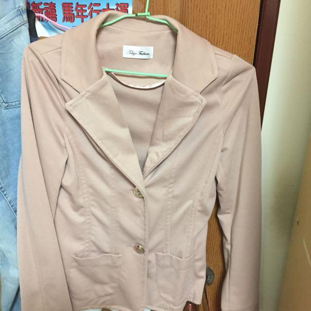 粉色西裝外套