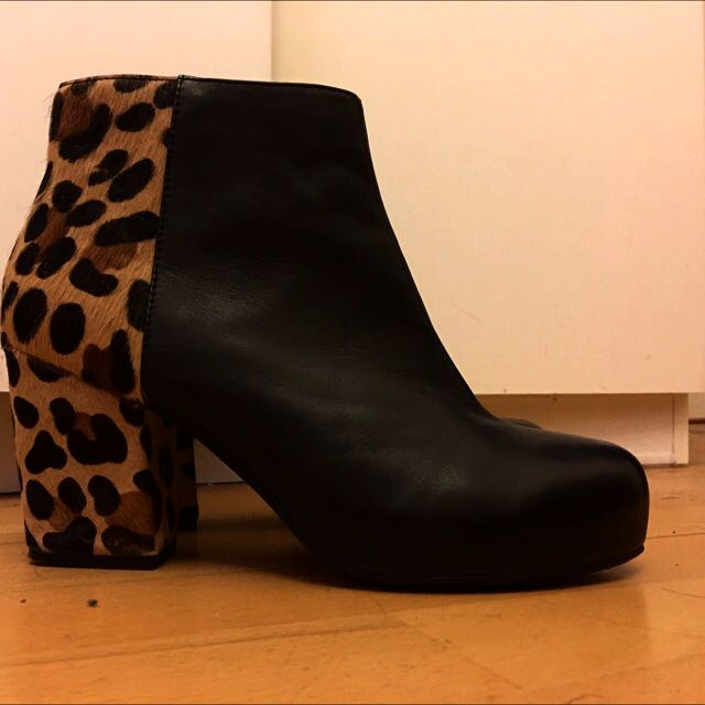 Black Booties Size 39. Brand New