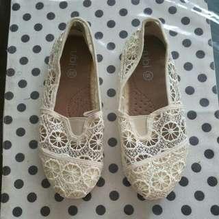 👠 Rubi White Flats Slip On Shoes (Size 36)