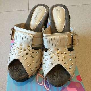 🚚 真皮鉚釘涼鞋